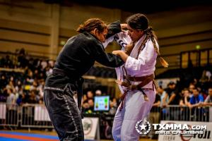 Sue Ausman and Tessa Simpson battling it out. These ladies have had many epic battles and are always fun to watch.